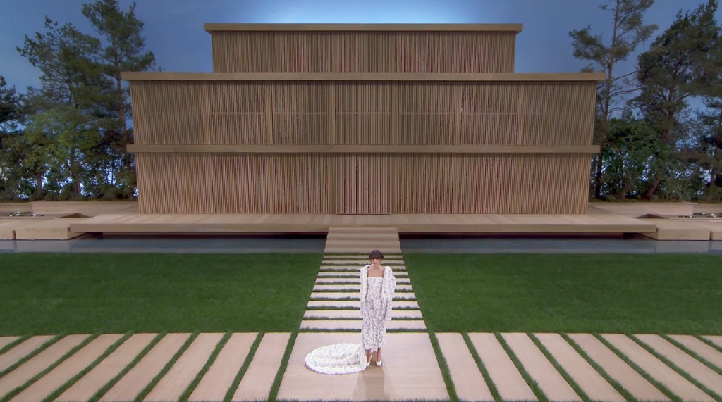 ChanelSS16_House_FrontView